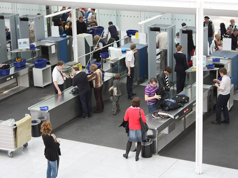 airport security screening lines