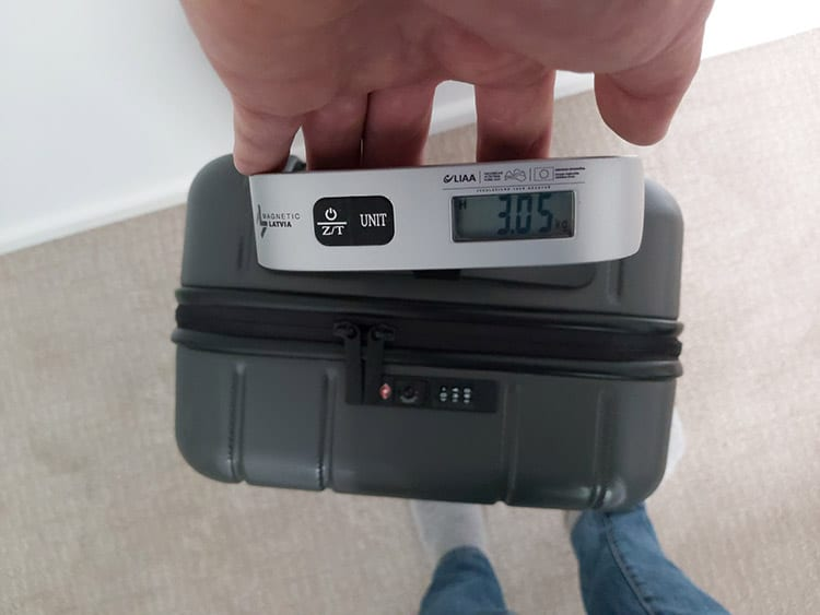 chester luggage review weight test with luggage scale