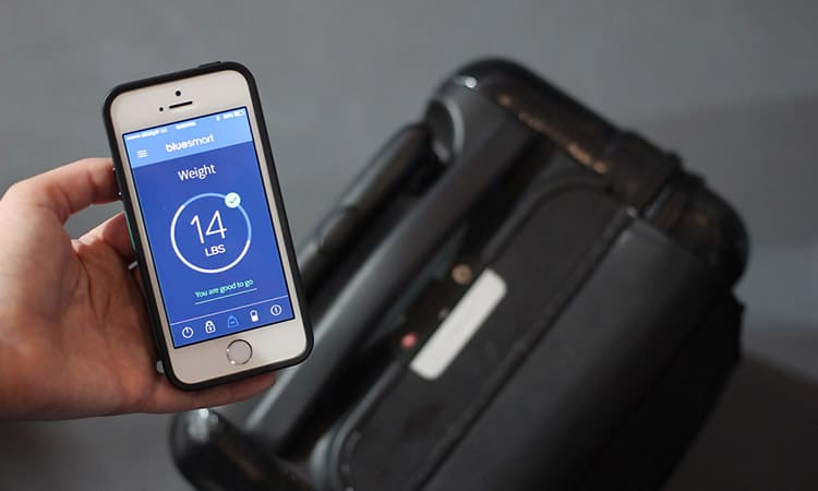 bluesmart smart luggage inegrated luggage scale